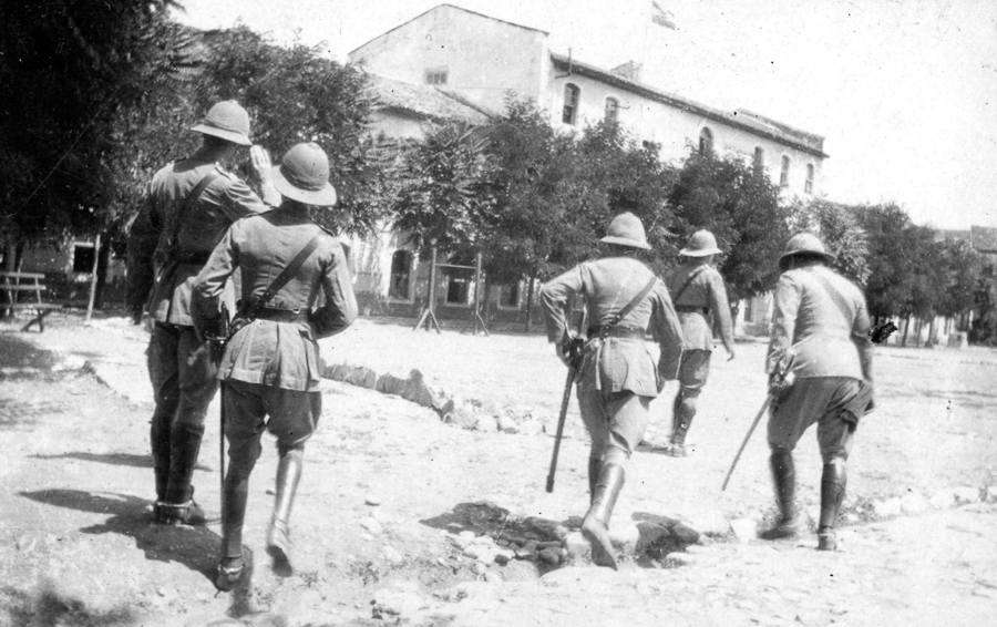 Albania.British_officers.1914.Scutari