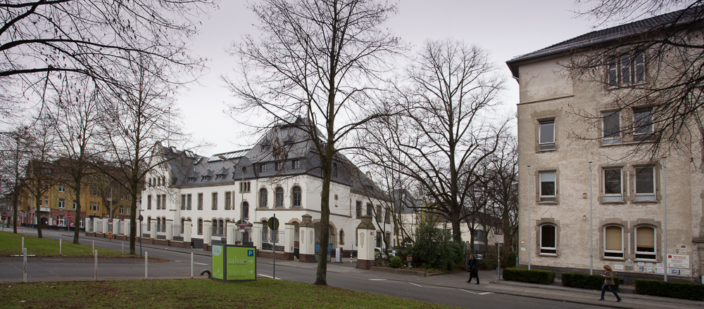Main gate Husarenkaserne in 2014. White buiding is Wellness Centre, the right building is a school.