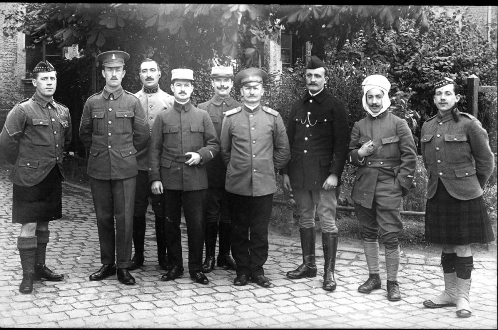 krefeld-pow-scots-colonial-etc-group_orderlies-lt-pat_somerville-russian_officer-patrick_nicholas.jpg