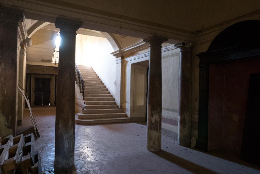 Medici Hostelry Entrance